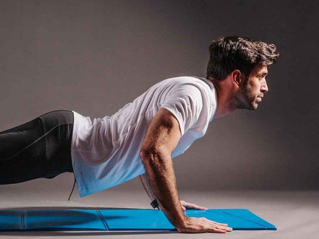 Jaka technika pompek najlepiej działa na mięśnie