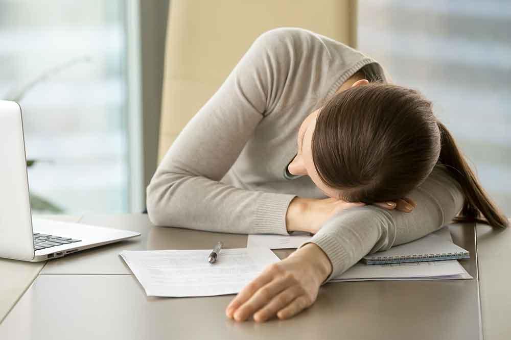 Senność i apatia – jak je pokonać i dodać sobie energii