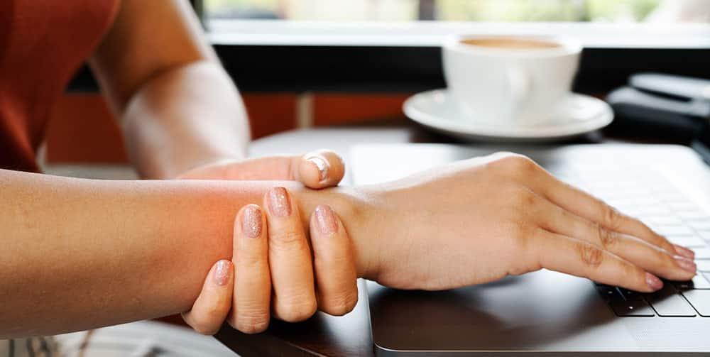 Warto używać podkładek pod nadgarstki – skutecznie zapobiegają bólom nadgarstków