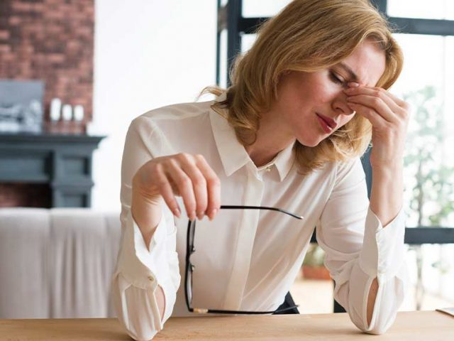Niedopasowane okulary mogą powodować ból głowy