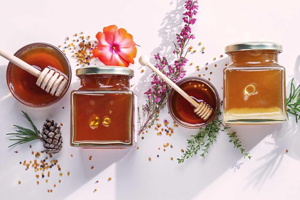 Miód jako lek na kaszel – jaka dawka jest bezpieczna i skuteczna